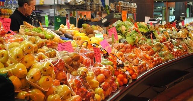 fruit-seller-776158_640